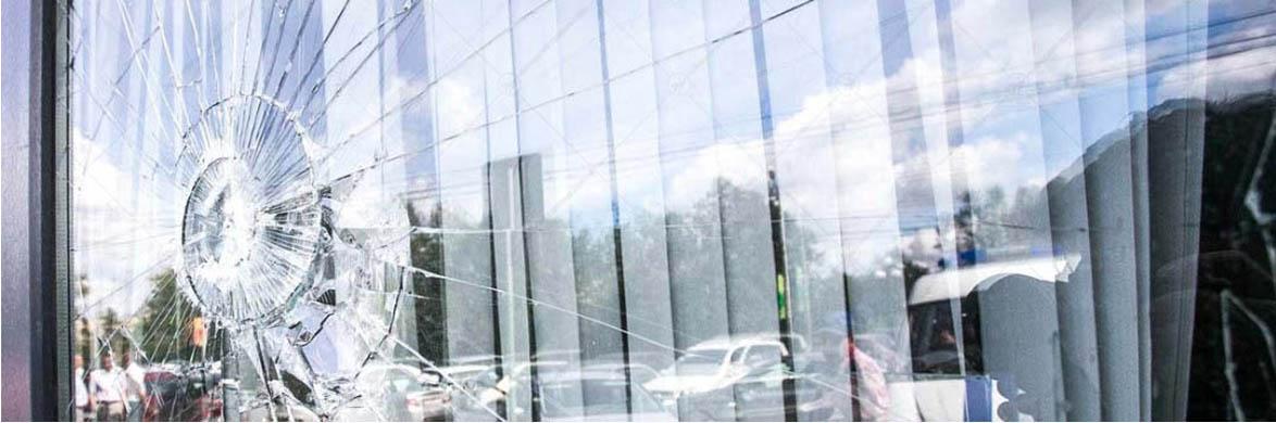 بنر تعویض شیشه نمای ساختمان